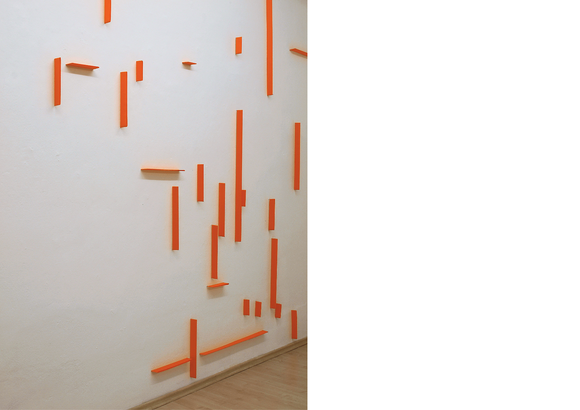 wall drawing 05_2020_tissue neonorange, steel pins_275 x 480 x 4 cm