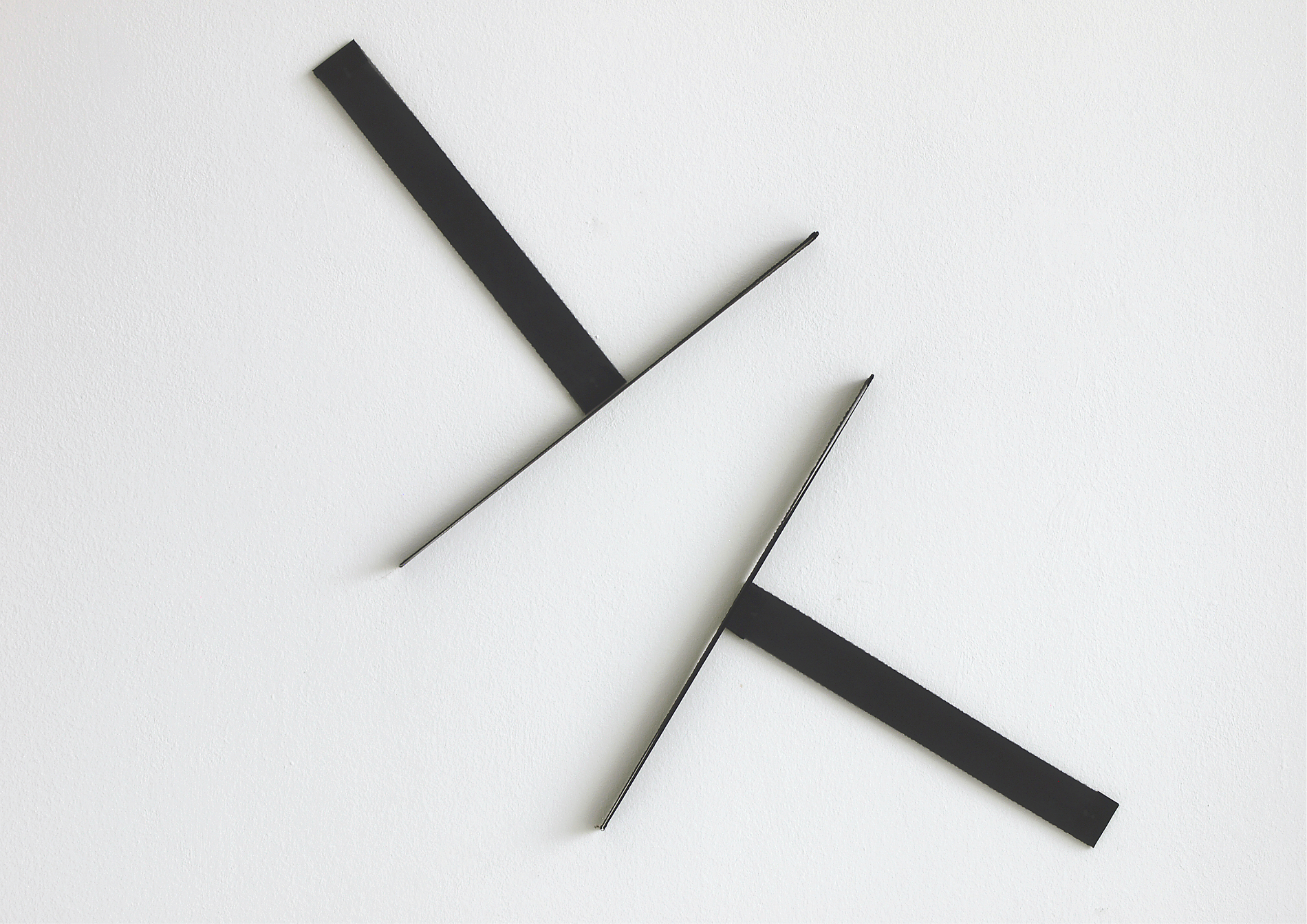 elements #2_2021_tissue, spring steel wire_65 x 66 x 3 cm