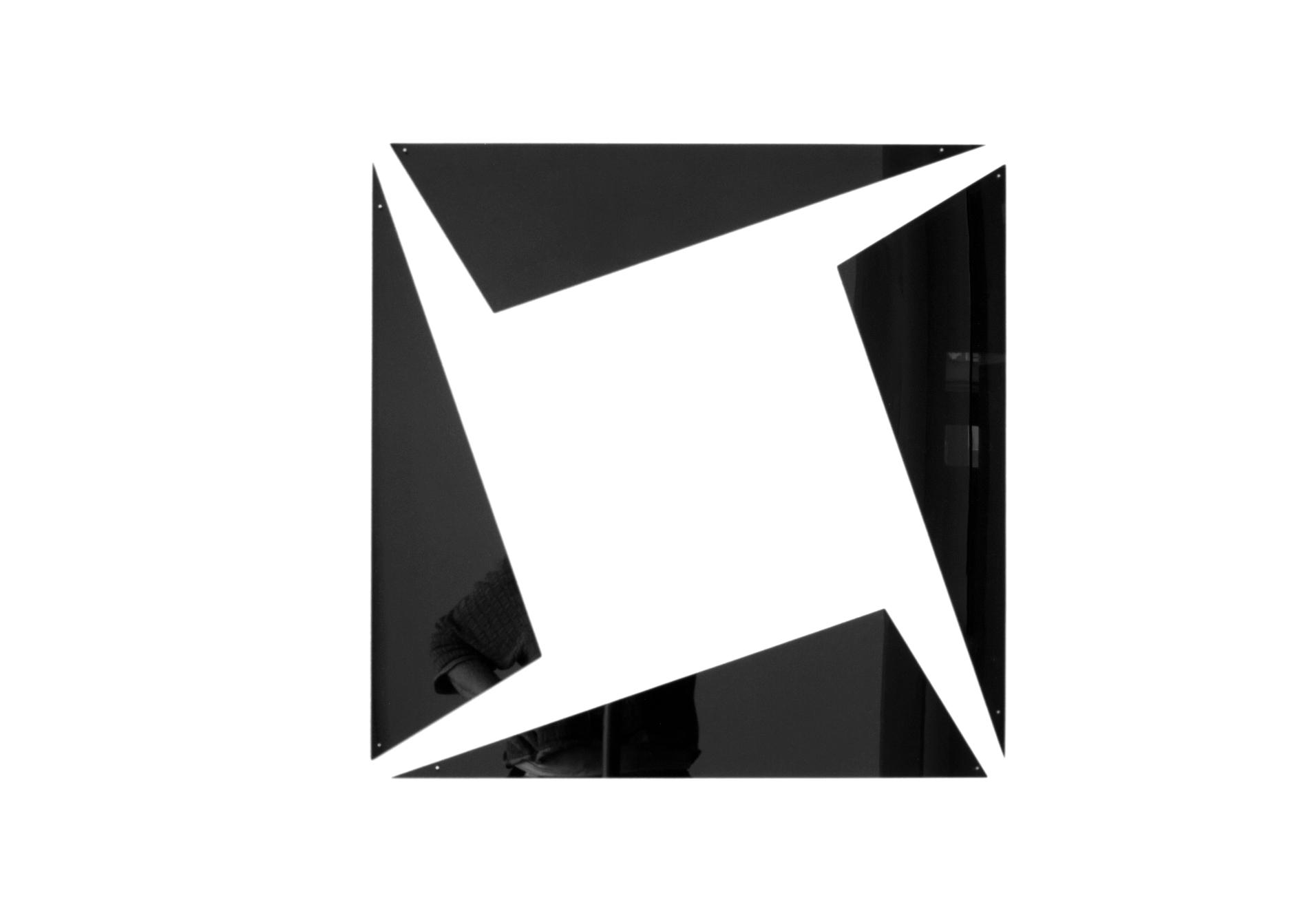 insideout square #2_2021_black perspex_61 x 61 x 0,3 cm, edition 3 + e.a.